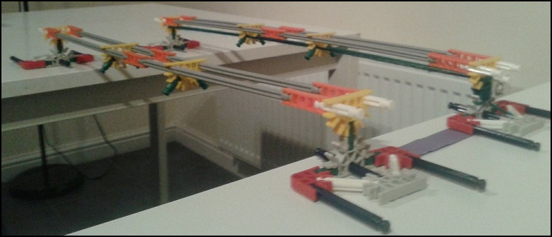 Two simply supported K'Nex beams, one subject to pre-stressing.